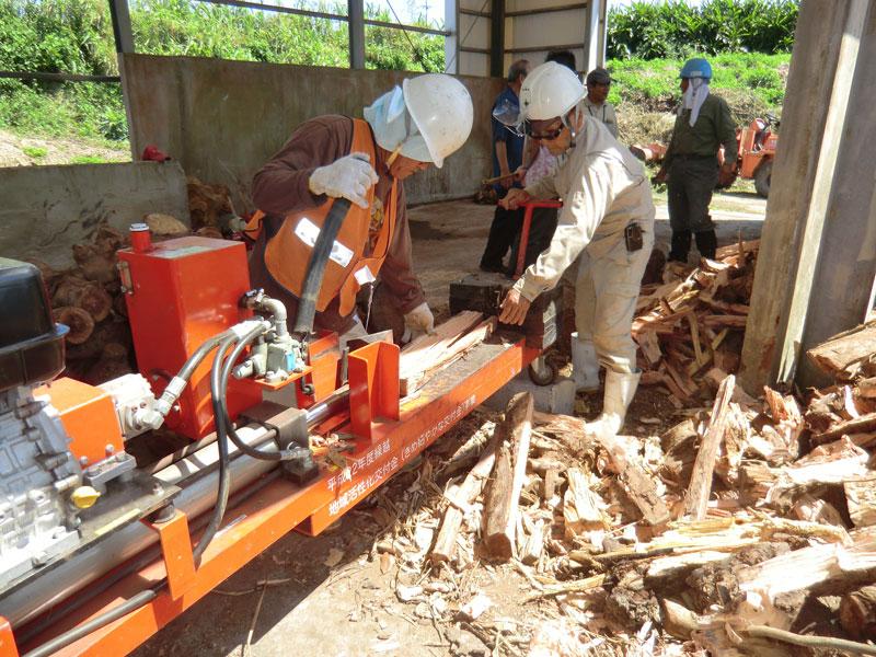 薪割機の操作