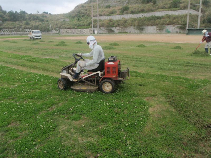 乗用草刈機での草刈