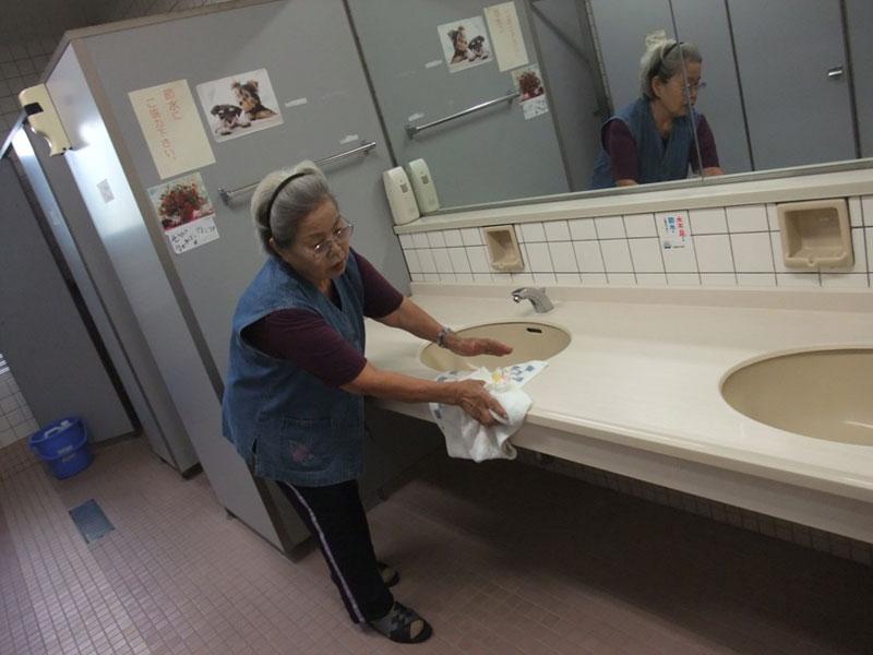 公共施設トイレ清掃